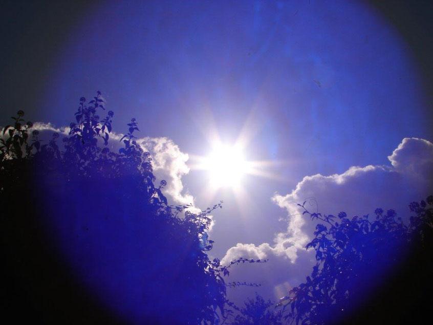 Ich bin die Blaue Sphäre...in der Mitte die Sonne, Quelle: www.lichtwesenfotografie.com