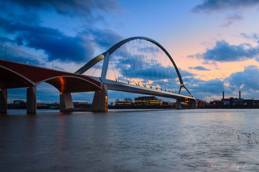 Blauwe uur, De Oversteek, brug, Bridges, Nijmegen, Gelderland, Nederland