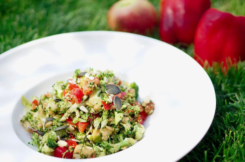 Bunter Rohkostsalat mit Brokkoli | clean, low carb & schnell zubereitet