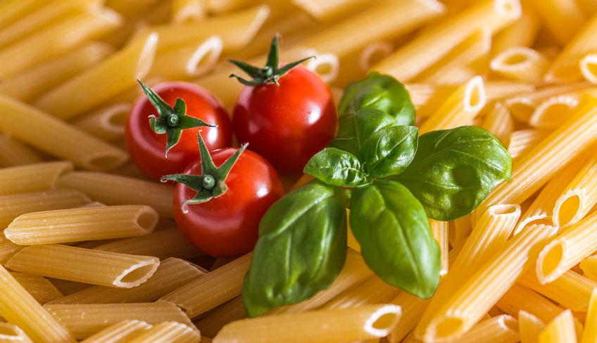 Tomaten, basislicum en pasta