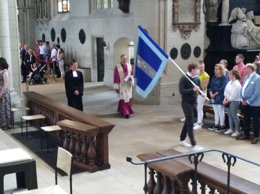 Generalvikar Dr. Klaus Winterkamp und Pastorin Judith Schäfer beim Auszug am Ende des Festgottesdienstes