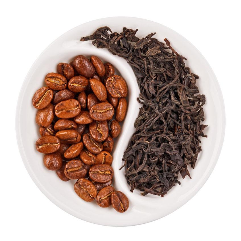 Lecker und ein echter Wachmacher, aber leider auch entwässernd: Kaffee und schwarzer Tee