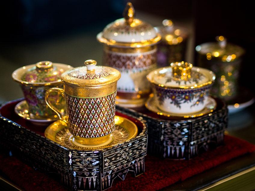 Das wunderschöne Benjarong Porzellan ist ein sehr exklusives Thailand Souvenir