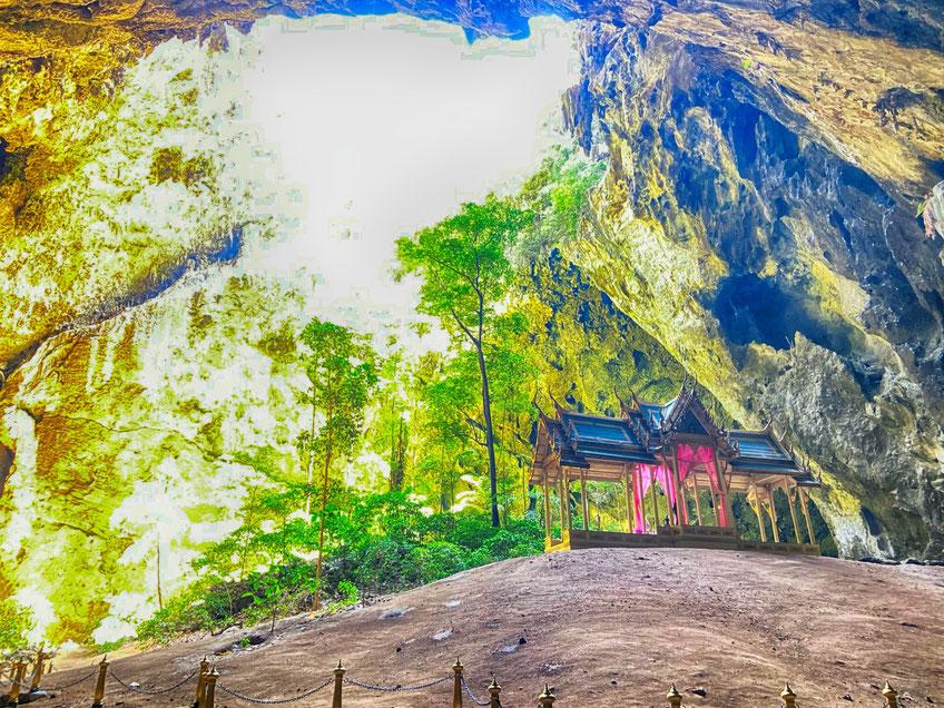 Die Haupthöhle von Phra Nayok hat etwas mysteriöses an sich