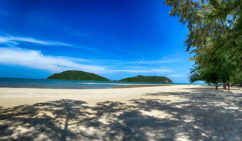 Der Strand von Phra Nayok lädt dich zum Verweilen ein