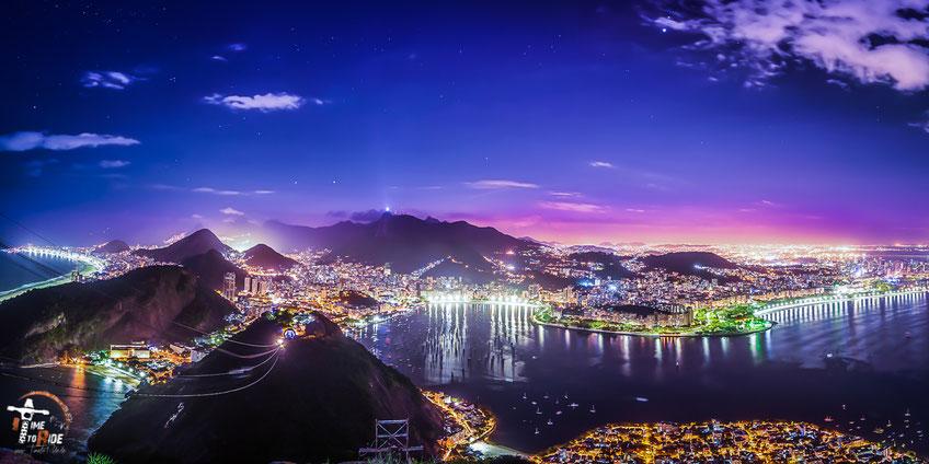 Brasilien - Südamerika - Motorrad - Weltreise - Südamerika - Motorrad - Weltreise - Rio de Janeiro bei Nacht - Blick vom welt-berühmten Zuckerhut auf die Stadt, Seilbahn sowie Christus Statue