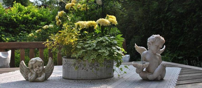 Romantische Tischdeko Garten