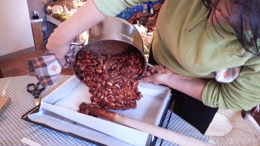 Enfin on verse la mixture dans un moule préalablement garni d'hostie. Et c'est fini ! Prochaine étape : dégustation....