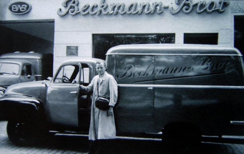 Opel Blitz / Beckmann-Brot Auslieferungsfahrzeug, 1953 mit Fahrer W. Müller