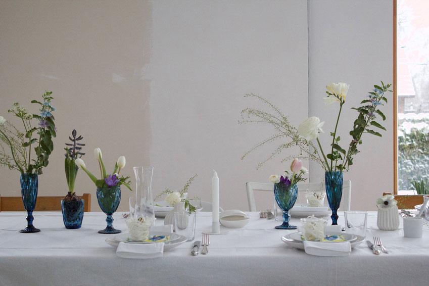 dieartigeBLOG // Oster-Frühlings-Tischdekoration | Weiß mit Blau