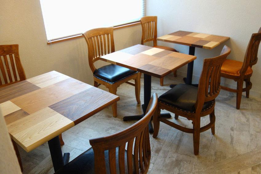 カフェの寄木テーブル(二人用)「Le Trefle」(ル・トレフル)