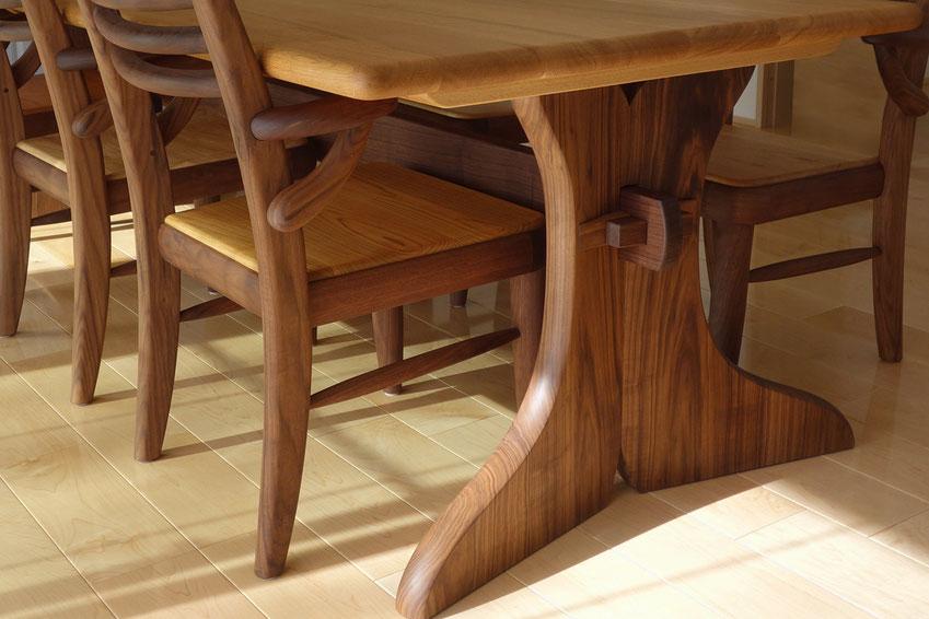 6人掛けの大きなダイニングテーブル&エントラータチェア(小田原市・I様邸)脚部
