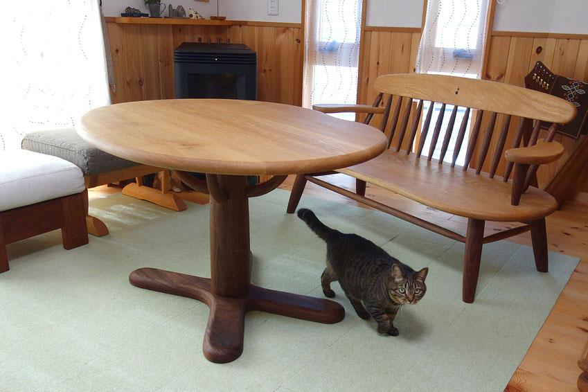 一本脚のそら豆ダイニングテーブル(藤沢市・S様邸)