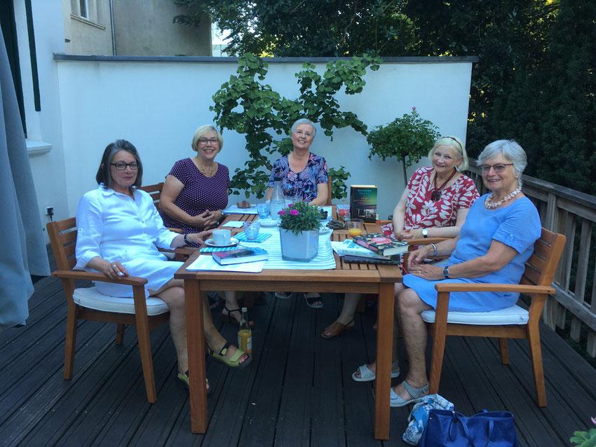 Foto privat v.l.n.r.: Birgitt Schweren-Wolters, Ingrid Lodenheid, Brigitte Schäfers, Helke Bommers und Helga Krall.