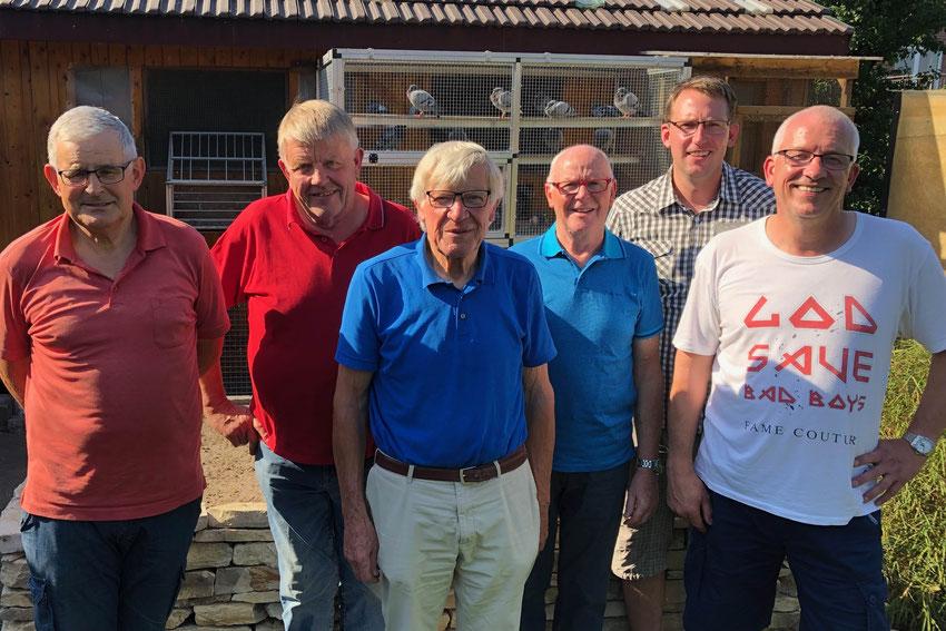 Meister 2019: (v.l.) Hubert Peitz (2.RV-Meister), Hans-Josef Tönsfeuerborn (Sieger Nationalflug und Gewinner Goldmedaille), Ludger Lohnherr (Goldmedaille), Hubert Lückemeier (3.RV-Meister), Marius Krumtünger (Jährigen Meister), Martin Stiens (RV-Meister)