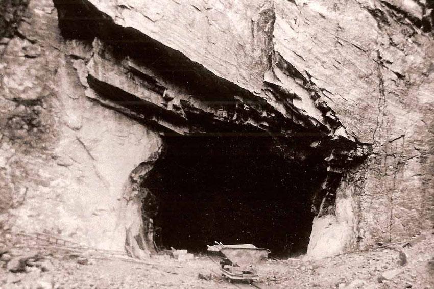 Eingang in einen der Bergstollen