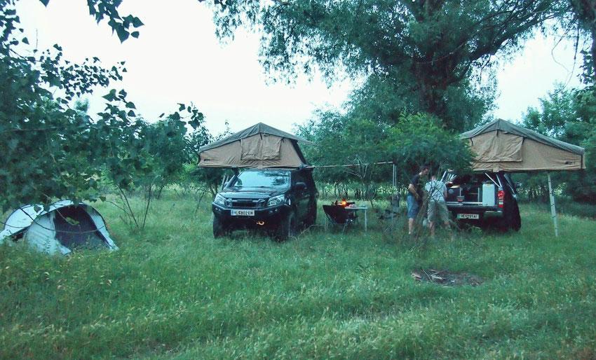 Nachtlager am Fluss Mieresch. Endlich rumänische Krume im Profil.
