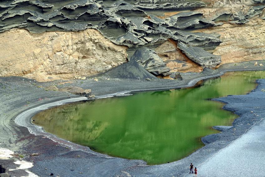 Die grüne Farbe verdankt der See den im Wasser lebenden Algen.
