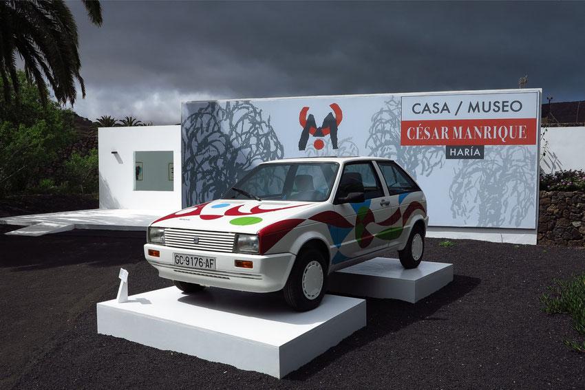 Manriques Bemalung eines Autos für eine Kunstausstellung in Barcelona