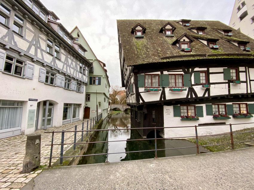 In Schieflage seit dem 17. Jahrhundert. Das schiefe Haus, Schwörhausgasse Ulm.