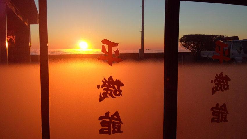 玄関からの日の出