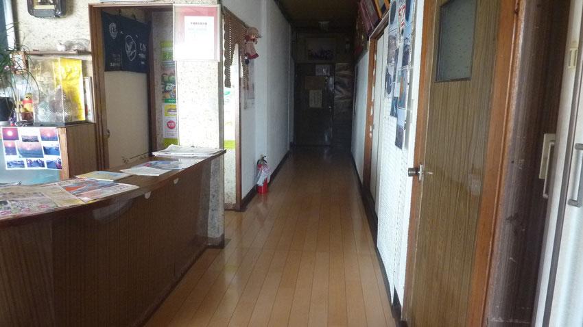 玄関から1階廊下