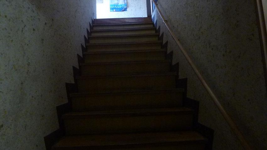 1・2・3号室への階段