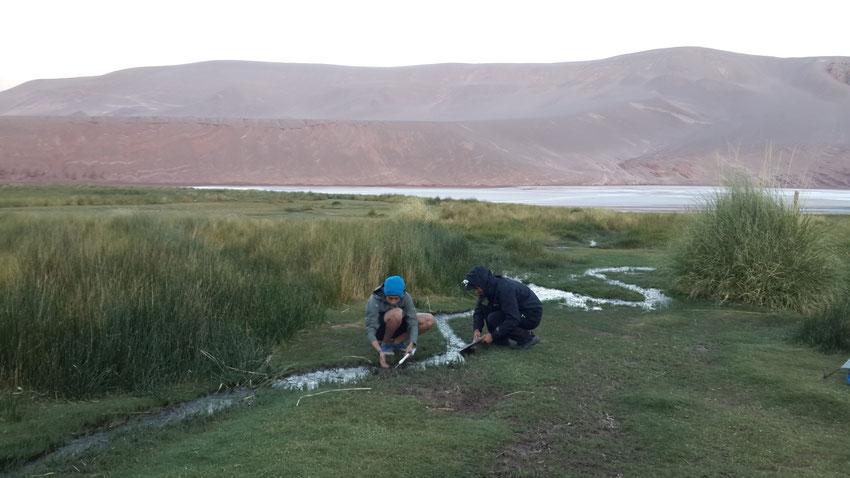 Aprovechando el agua termal que baja la montaña.