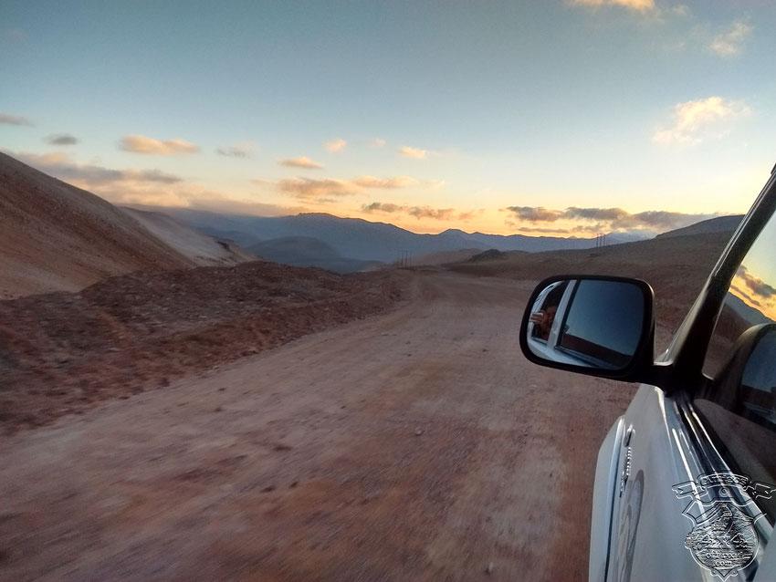 Un excelente camino, de ripio, pero muy cuidado por los mineros, nos dejaría cerca de las 22.30 hs a la entrada de Copiapó.