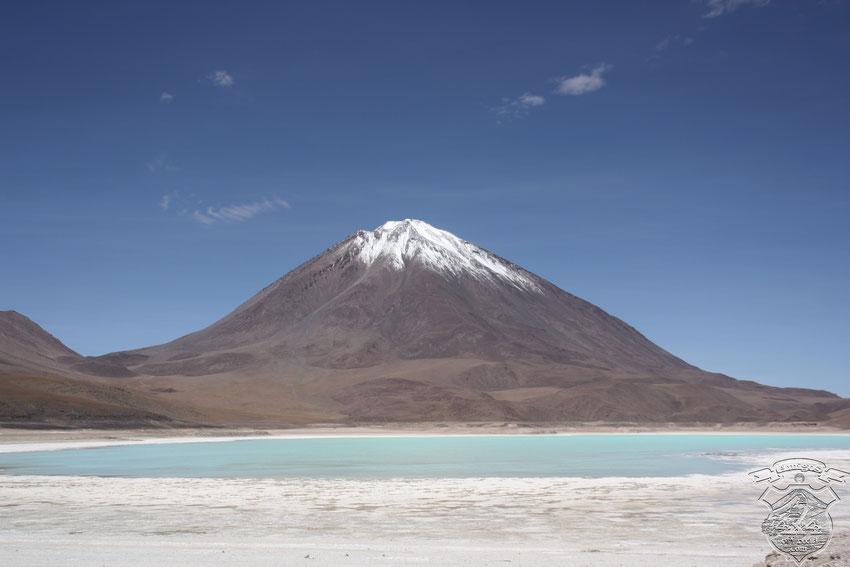 Volcan Lincancabur, del lado boliviano. Impresiona todavia mas