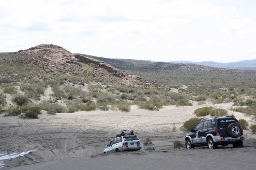 Cruzando por última vez las dunas que nos separaban del puesto.