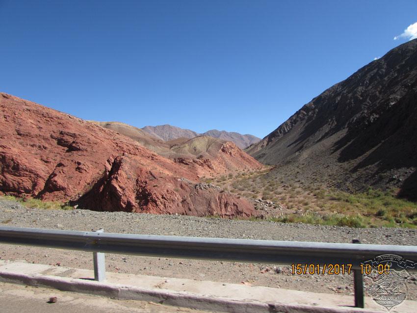 El paso por la Quebrada de las Angosturas, siempre amerita una nueva foto para el recuerdo.