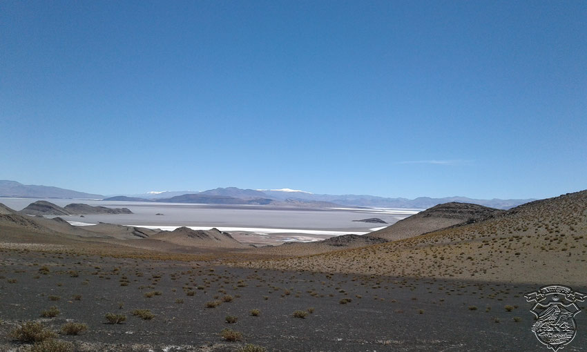 Esta vista increíble la ofrece el Salar del Hombre muerto, desde la rp43.