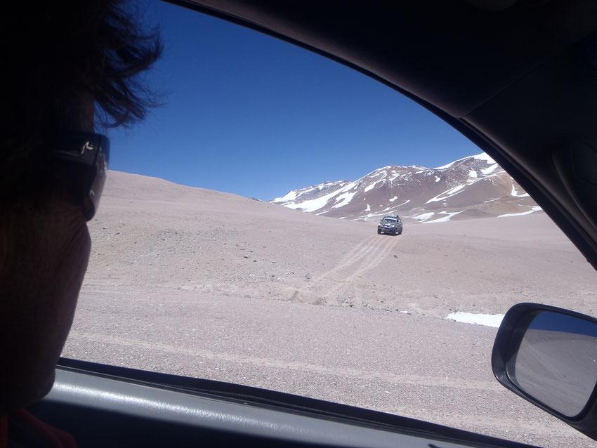 Volvemos por el hueco de hielo en la grieta a 5300 mts.