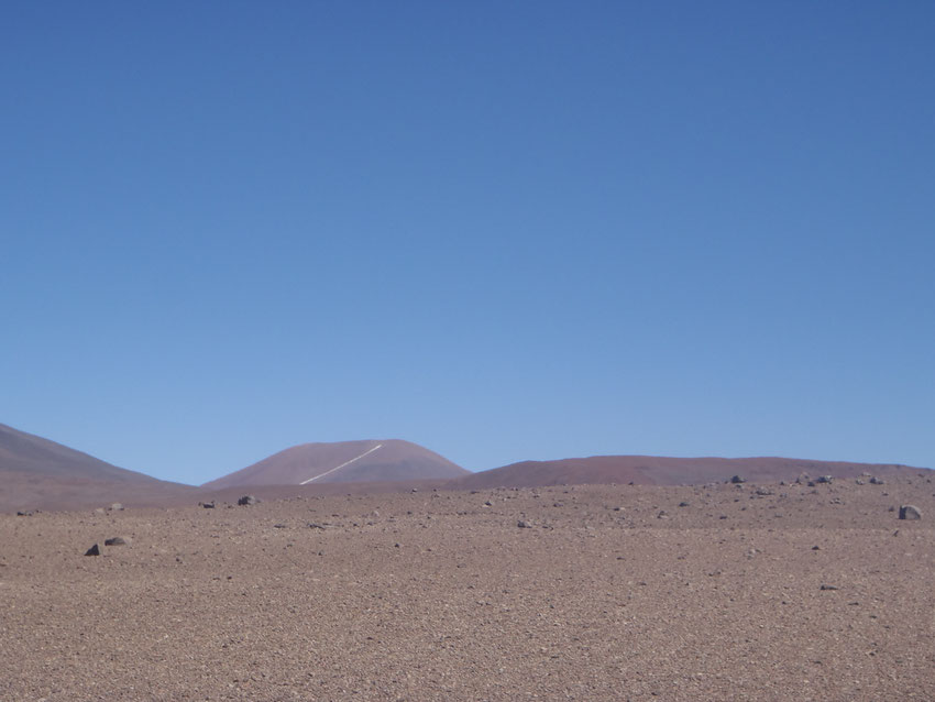 Extraña marca en la montaña, nos recuerda la ruta del azufre desde Mina Julia a Mina La Casualidad.