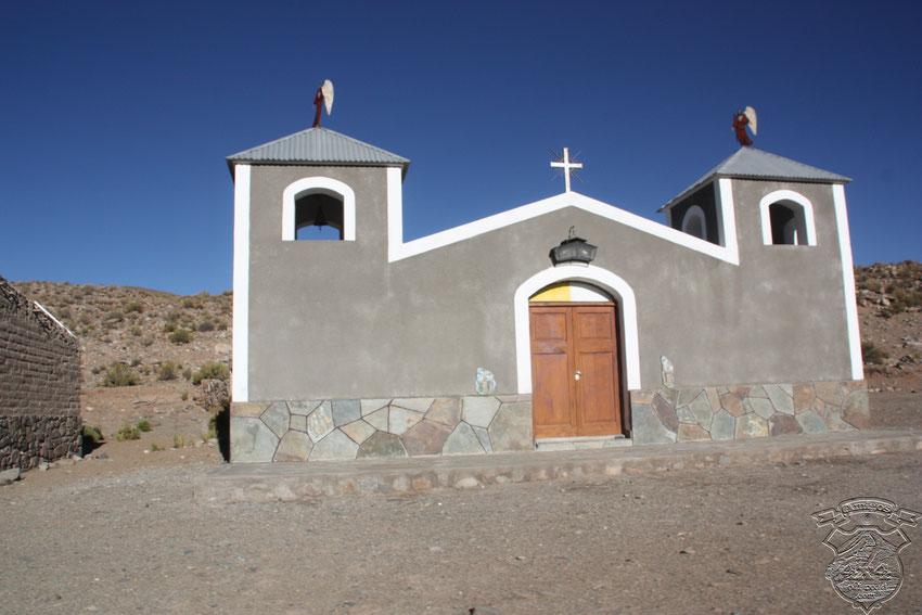 Apenas salimos de San Antonio de Los Cobres, nos encontramos con esta bella iglesia.