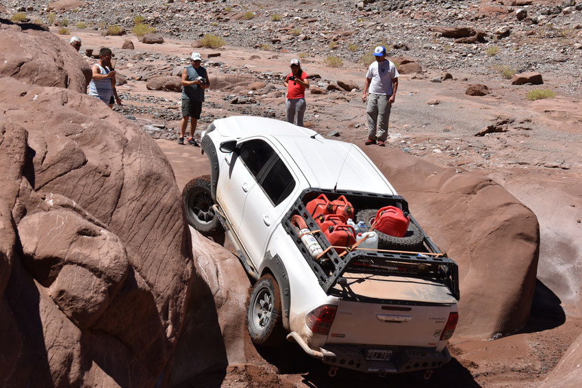 Con Thiago al volante y la dirección de Gerardo parecía que la Toyo ya subía, pero las grandes piedras jamás pisadas, se resistían a ofrecer algún tipo de adherencia a las ruedas.