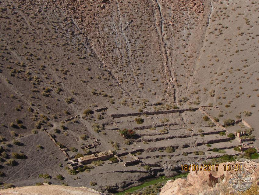 Corrales y construcciones abandonadas, probablemente después de la última erupción del Lascar.