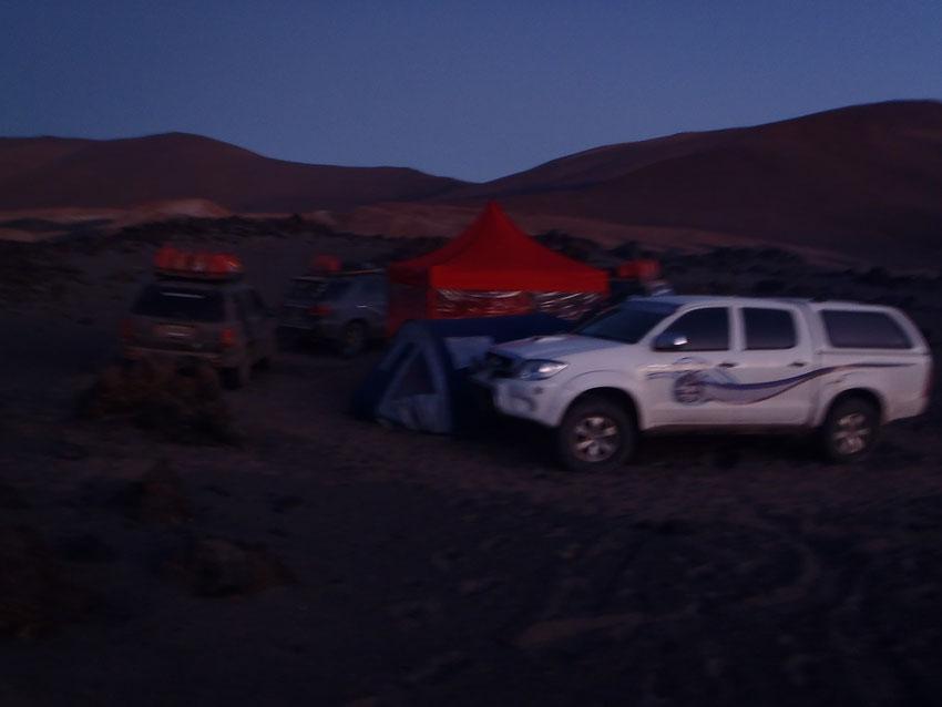Amanece en el campamento Amigos4x4 en el volcán Peinado.