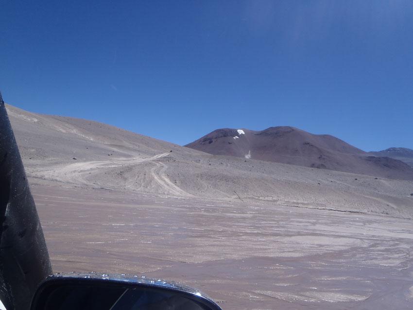 Y ahora sí, a trepar la parte final. Al fondo de la huella se gira hacia la izquierda y se continua subiendo hasta llegar a la cima del cráter.