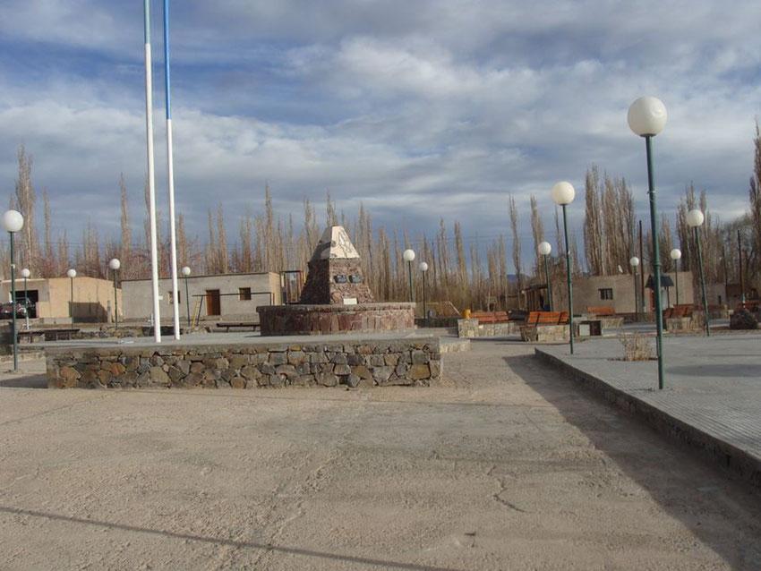 Plaza del Peñon, muy prolija.