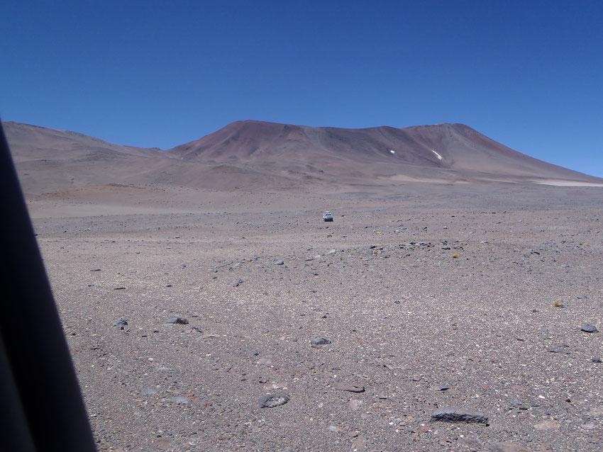 Dejamos atrás Chile y bajamos al sur,  rumbo a  la Laguna Pedernal.