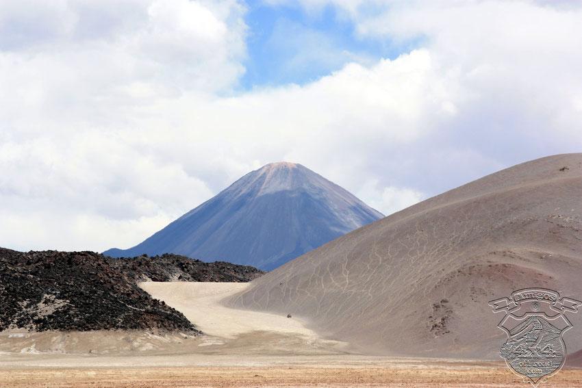 Ahora es el turno de La Cabra, que se pega bien a la montaña buscando adherencia.