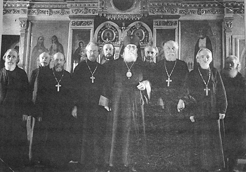 Der heilige Luka mit inmitten des Klerus der Dizese Tambor (?).