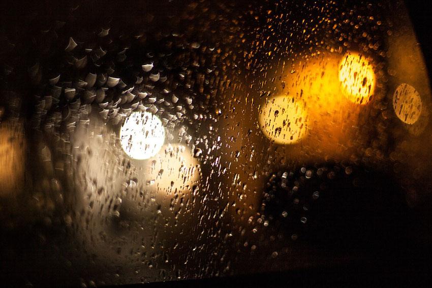Regendruppels tegen de ramen
