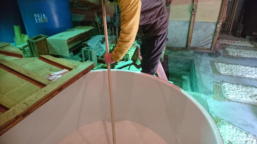 櫂を入れて物量を均一に混ぜ合わせる。
