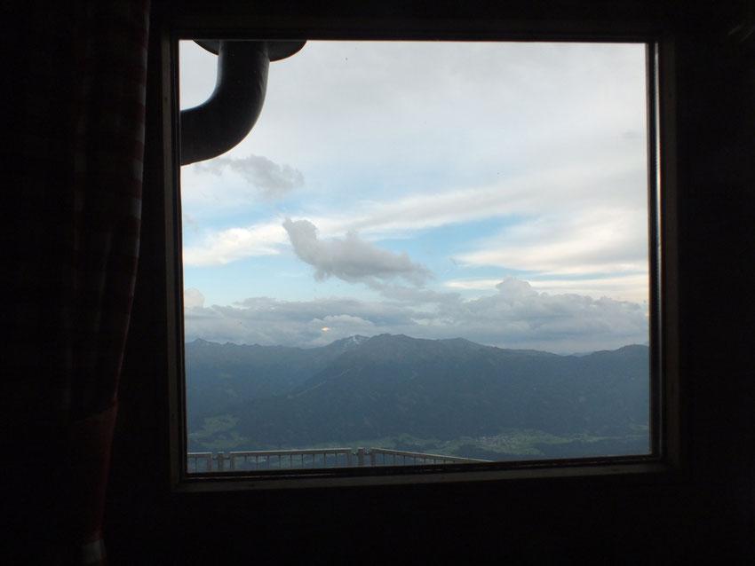 Blick aus dem Fenster ins Inntal