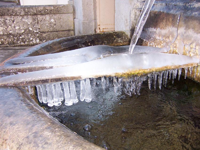 Un décor hivernal à la fontaine