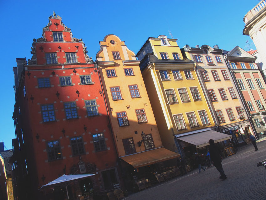 stockholm bigousteppes suède maison rouge jaune gamlastan