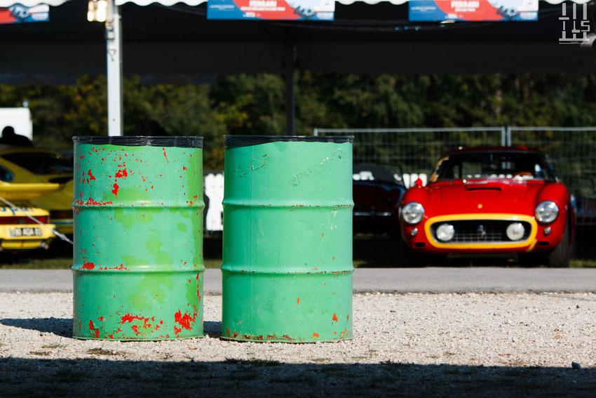 Une Ferrari 250 SWB attend sagement son tour - Les Grandes Heures Automobiles 2015, Montlhery